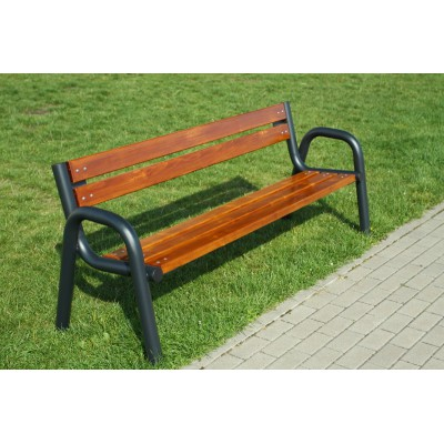 Wygodna ławka z oparciem...