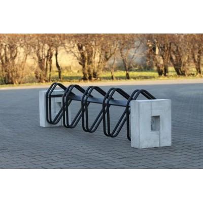 Masywny stojak rowerowy...
